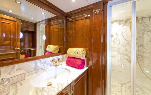 Motor Yacht Bugia master bathroom