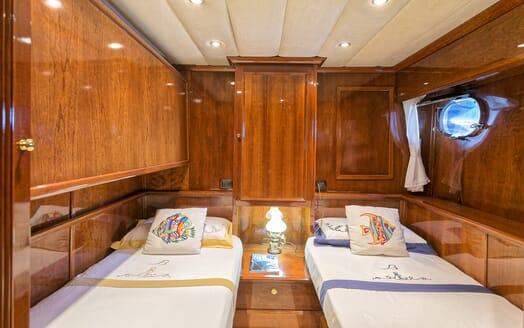 Motor Yacht Bugia twin room