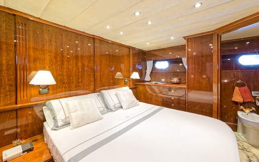 Motor Yacht Bugia master cabin