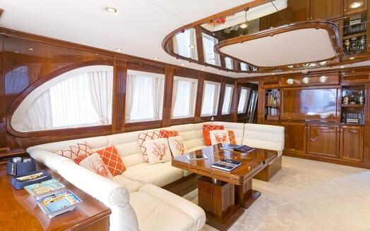 Motor Yacht Bugia saloon