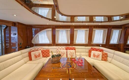 Motor Yacht Bugia living area