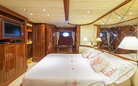 Motor Yacht Bugia VIP cabin