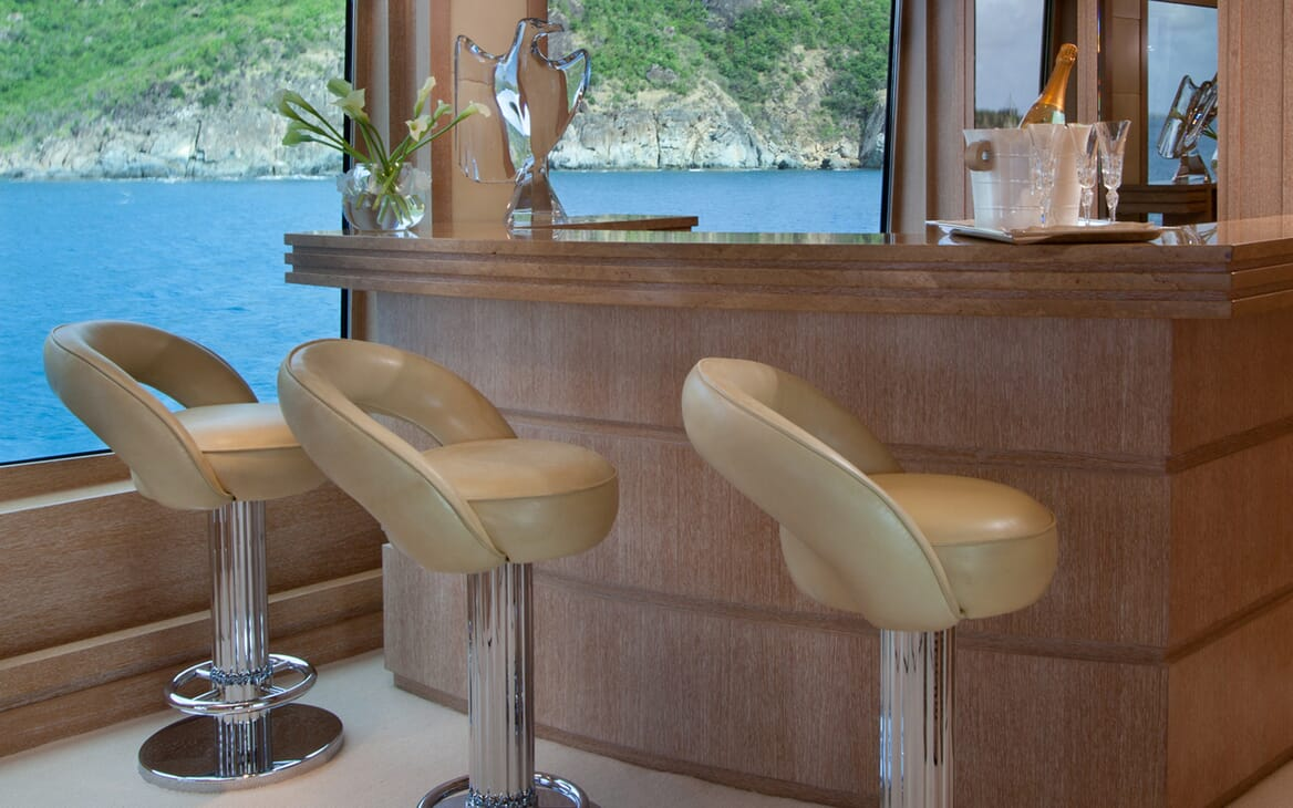 Motor Yacht Sunrise bar