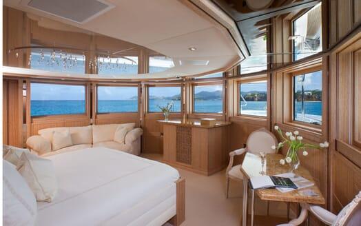 Motor Yacht Sunrise master cabin