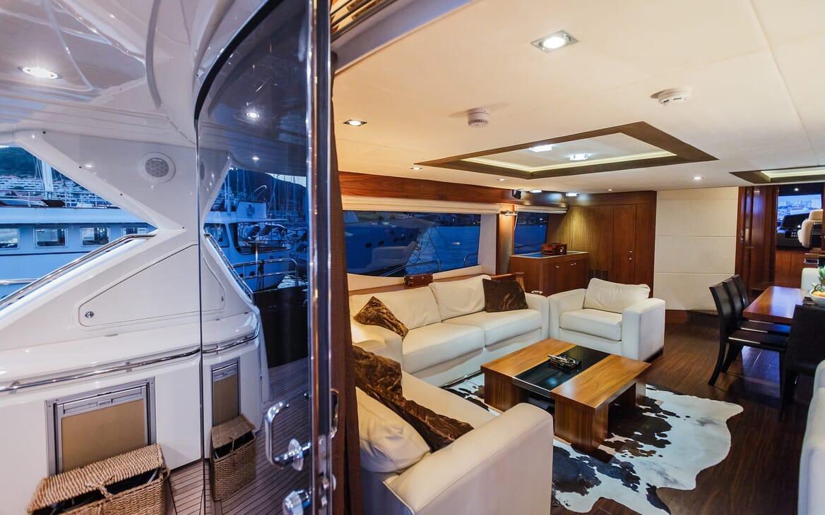 Motor Yacht The Best Way Saloon