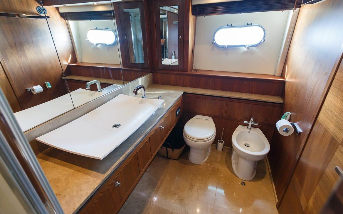 Motor Yacht The Best Way Guest Bathroom