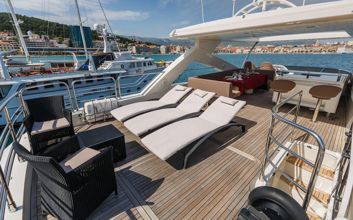 Motor Yacht The Best Way Sun Deck Loungers