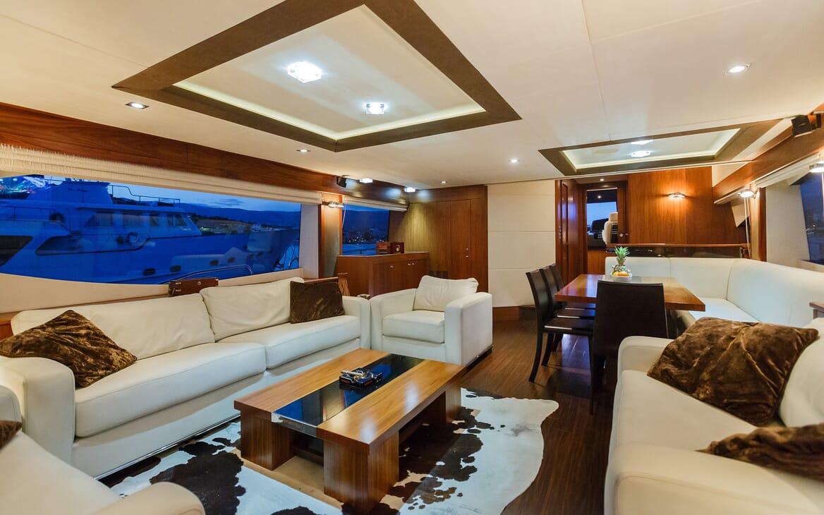 Motor Yacht The Best Way Main Saloon