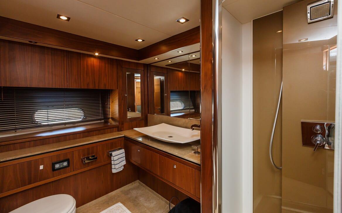 Motor Yacht The Best Way Bathroom