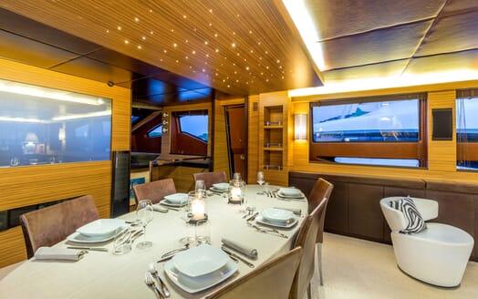 Motor Yacht JAJARO dining area