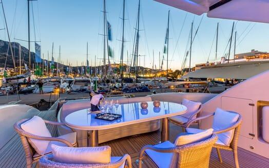 Motor Yacht JAJARO al fresco dining