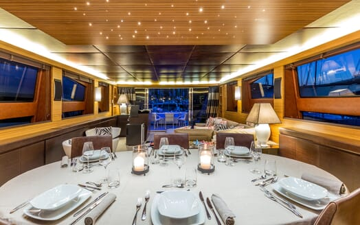 Motor Yacht JAJARO living area