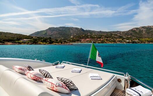 Motor Yacht JAJARO sun loungers