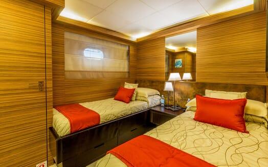 Motor Yacht JAJARO twin cabin