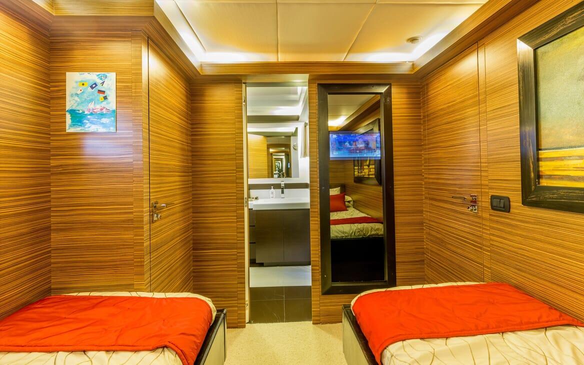 Motor Yacht JAJARO guest cabin