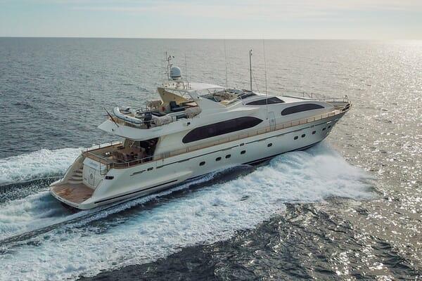 Motor Yacht LUISAMAY Profile Underway