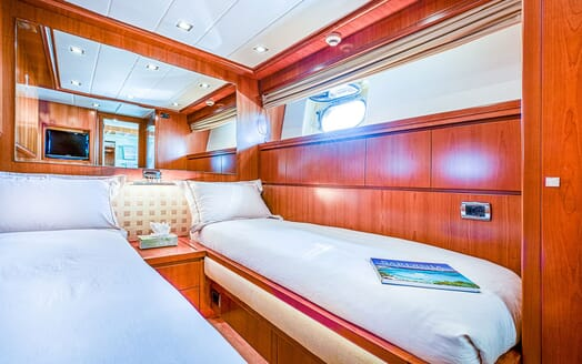Motor Yacht LUISAMAY Guest Twin Stateroom