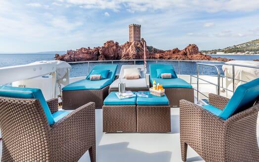Motor Yacht LUISAMAY Sun Deck Loungers