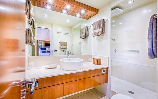 Motor Yacht LUISAMAY Bathroom
