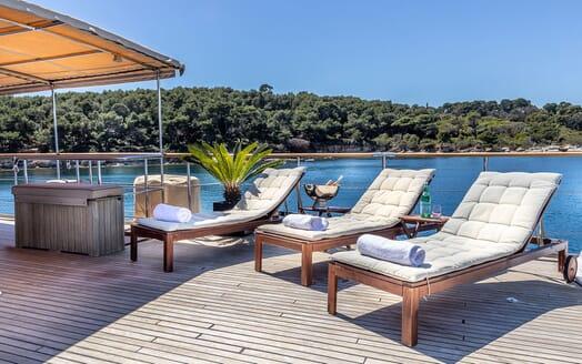 Motor Yacht CLARA ONE Sun Deck Sun Loungers