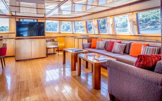 Motor Yacht CLARA ONE Main Saloon