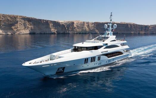 Motor Yacht Ocean Paradise running shot