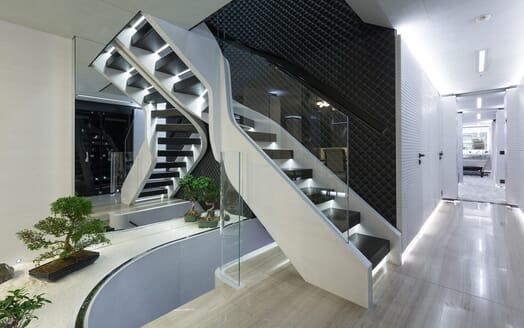 Motor Yacht Ocean Paradise stairwell