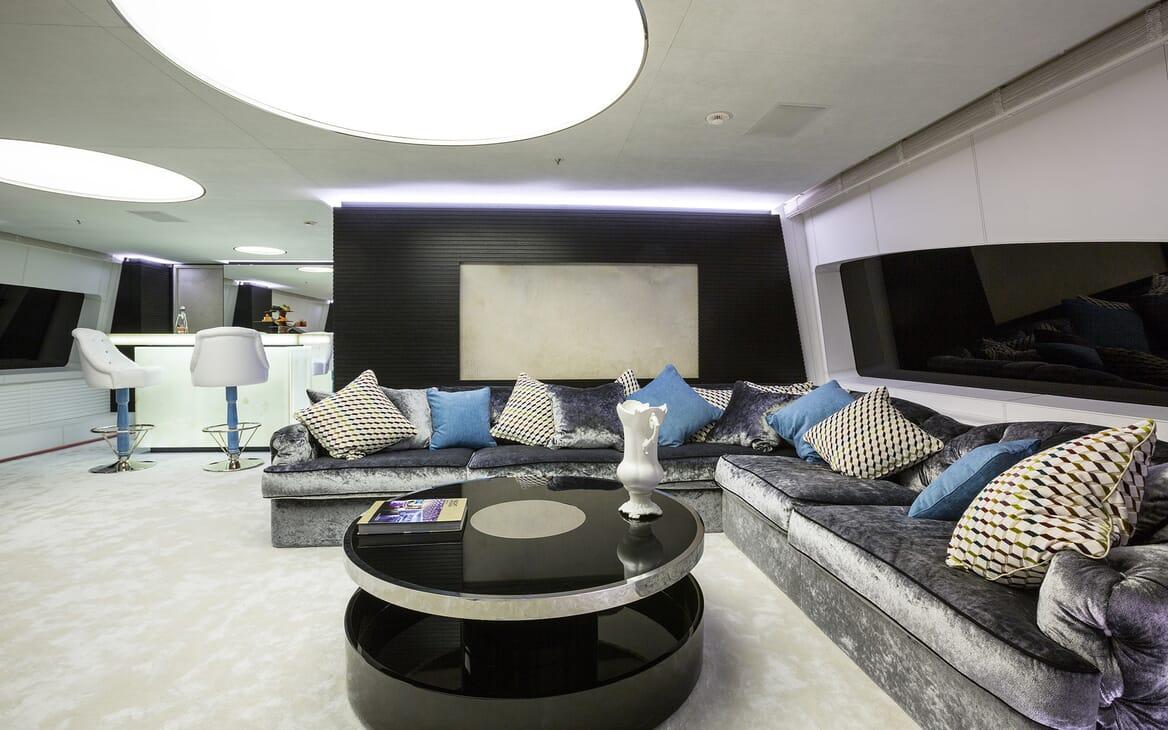 Motor Yacht Ocean Paradise saloon