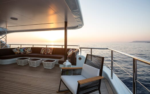 Motor Yacht Ocean Paradise outdoor seating