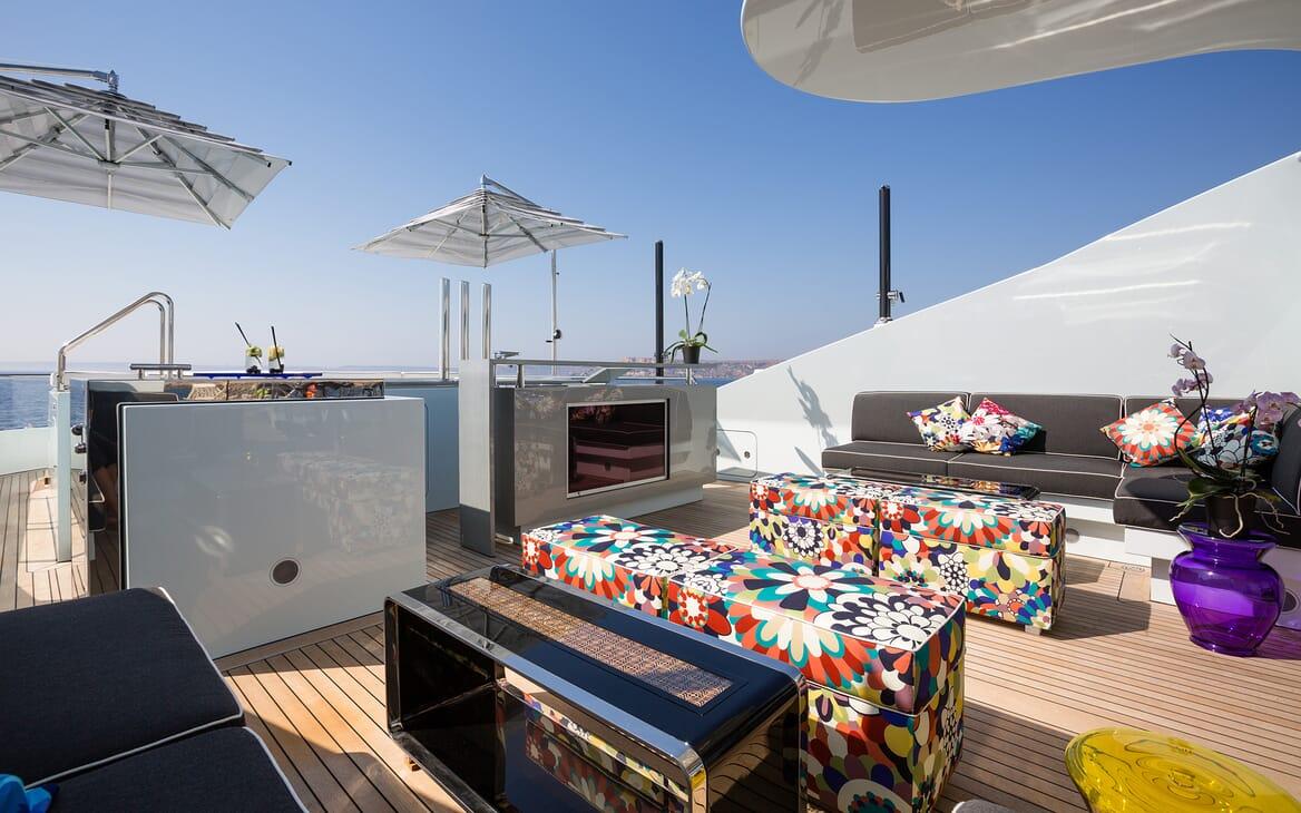 Motor Yacht Ocean Paradise bar