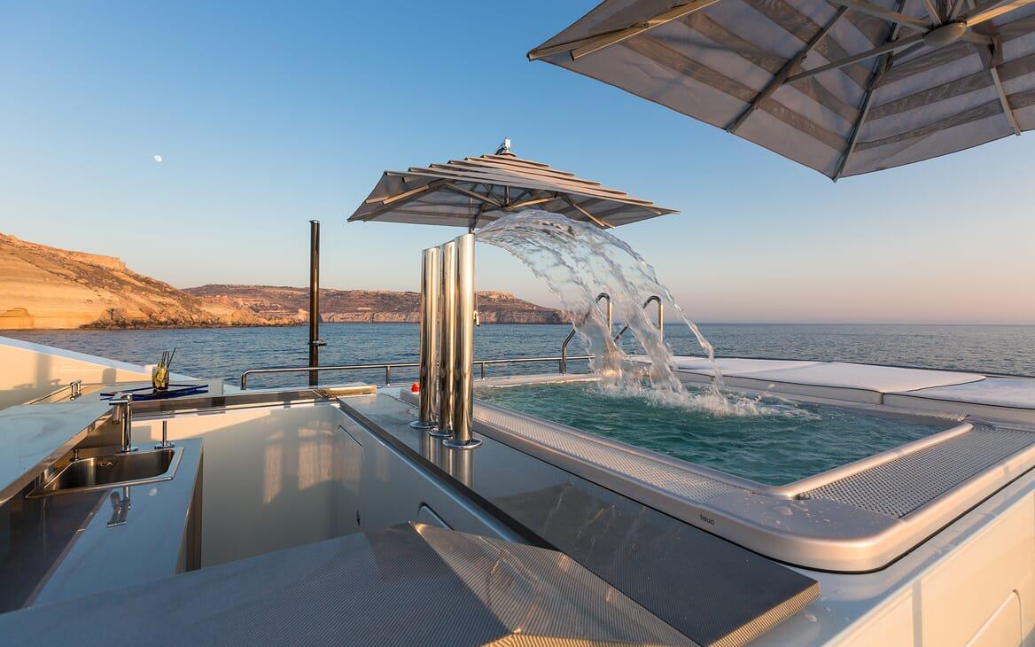 Motor Yacht Ocean Paradise hot tub