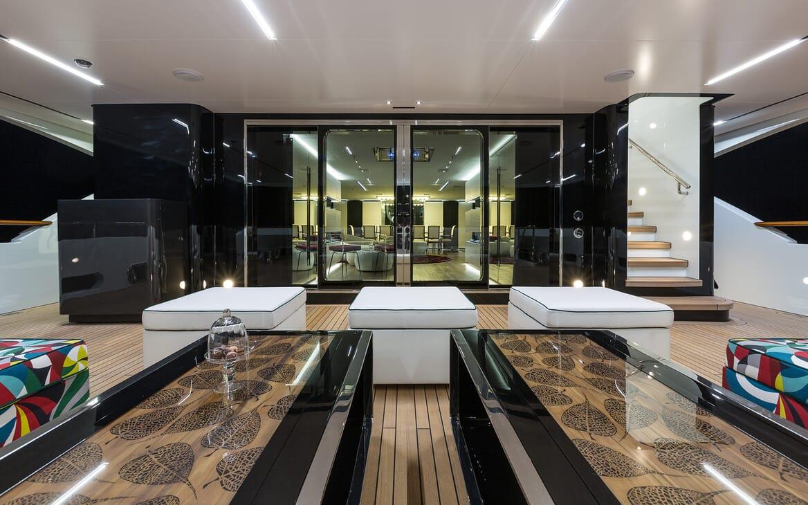 Motor Yacht Ocean Paradise seating area