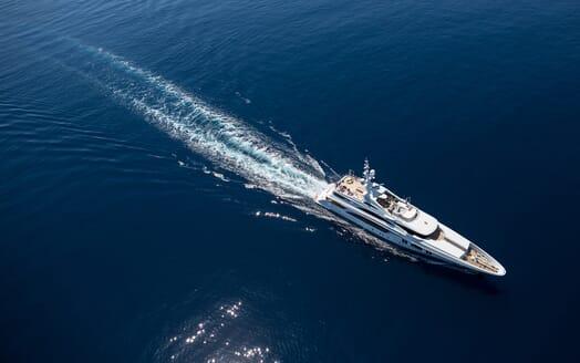 Motor Yacht Ocean Paradise cruising