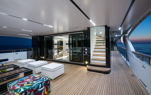 Motor Yacht Ocean Paradise deck