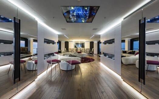 Motor Yacht Ocean Paradise salon