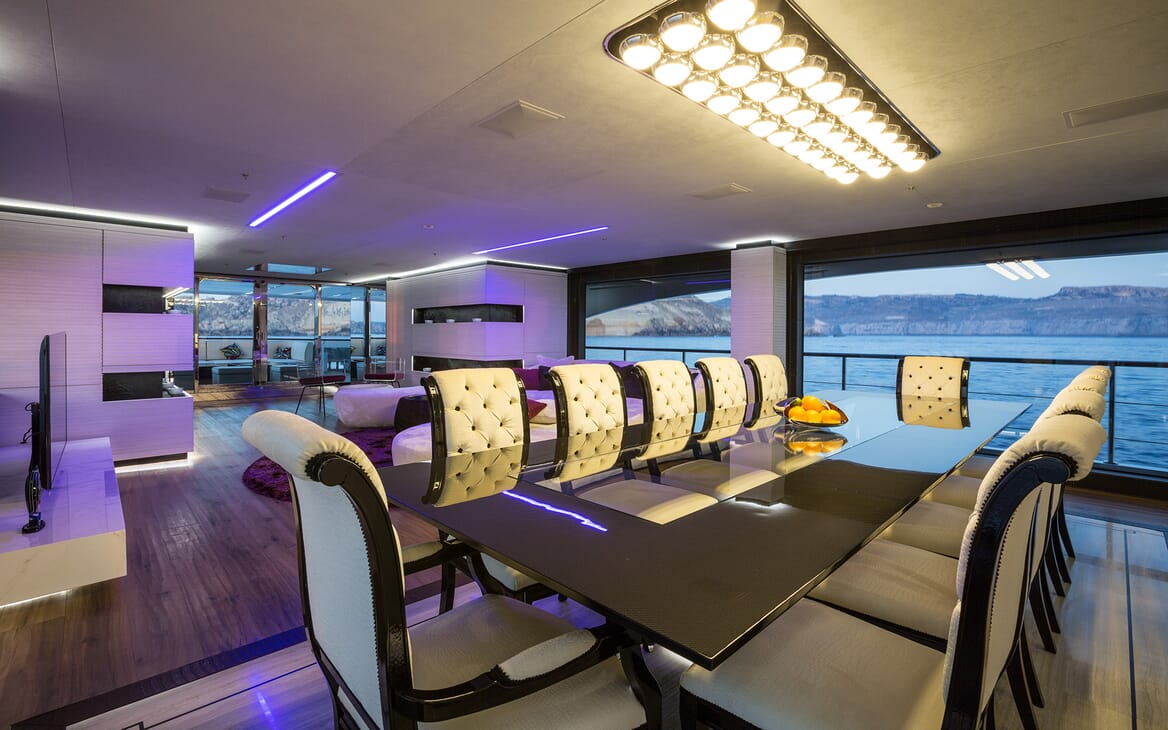 Motor Yacht Ocean Paradise dining