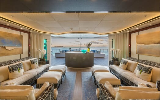 Motor Yacht Party Girl saloon