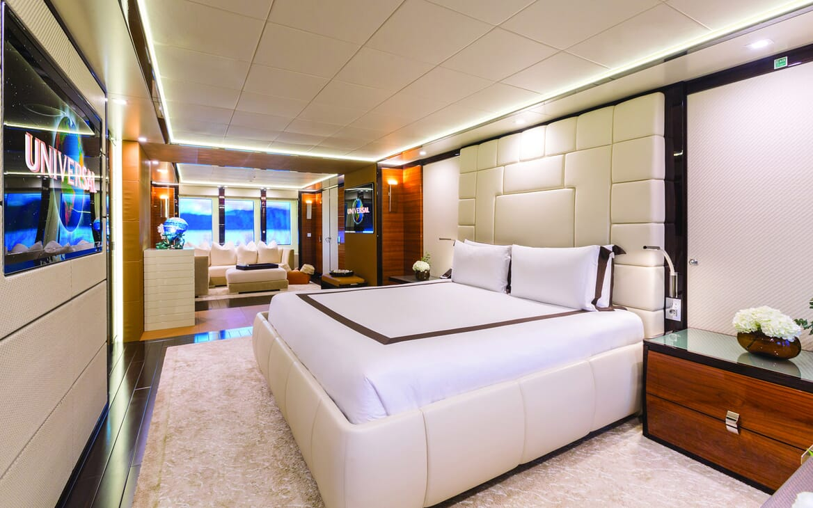 Motor Yacht Party Girl guest cabin