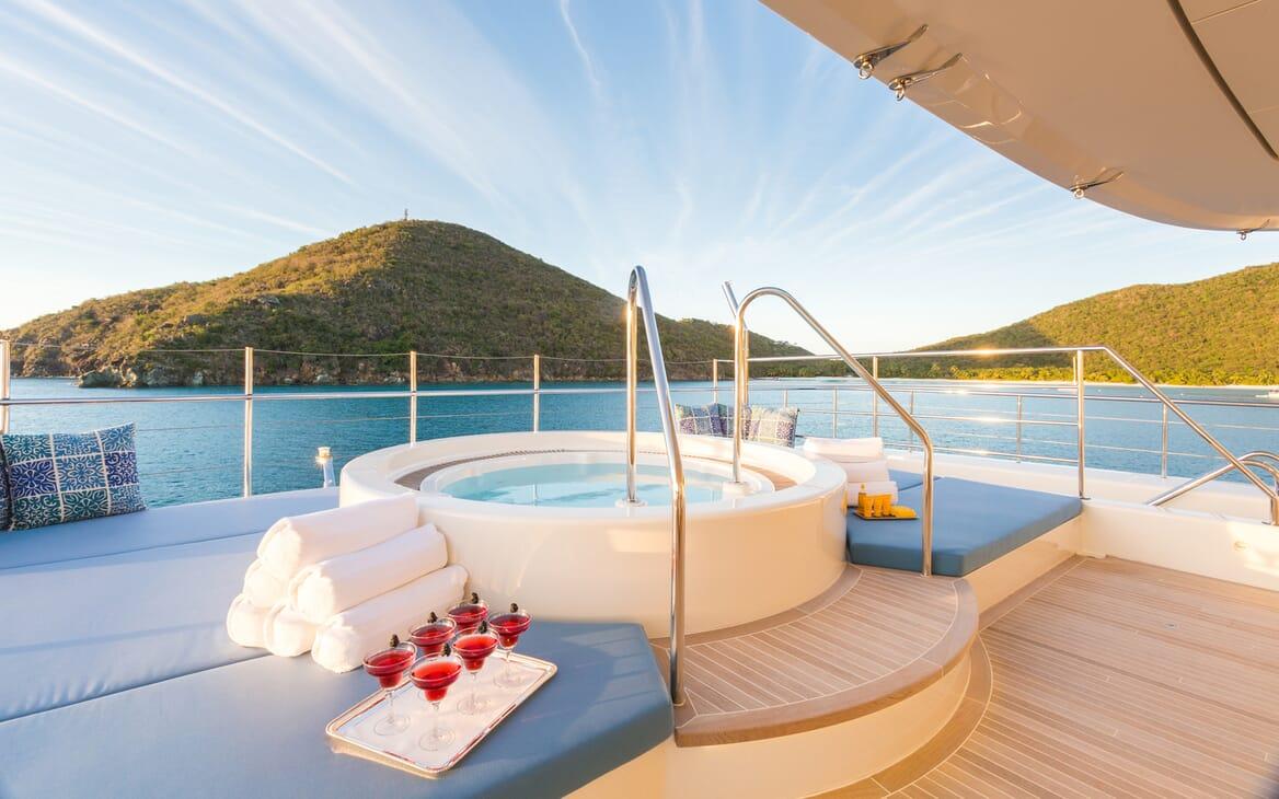 Motor Yacht Party Girl hot tub