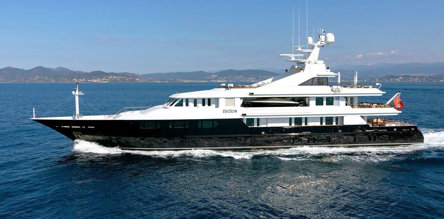 Motor Yacht HELIOS Profile underway