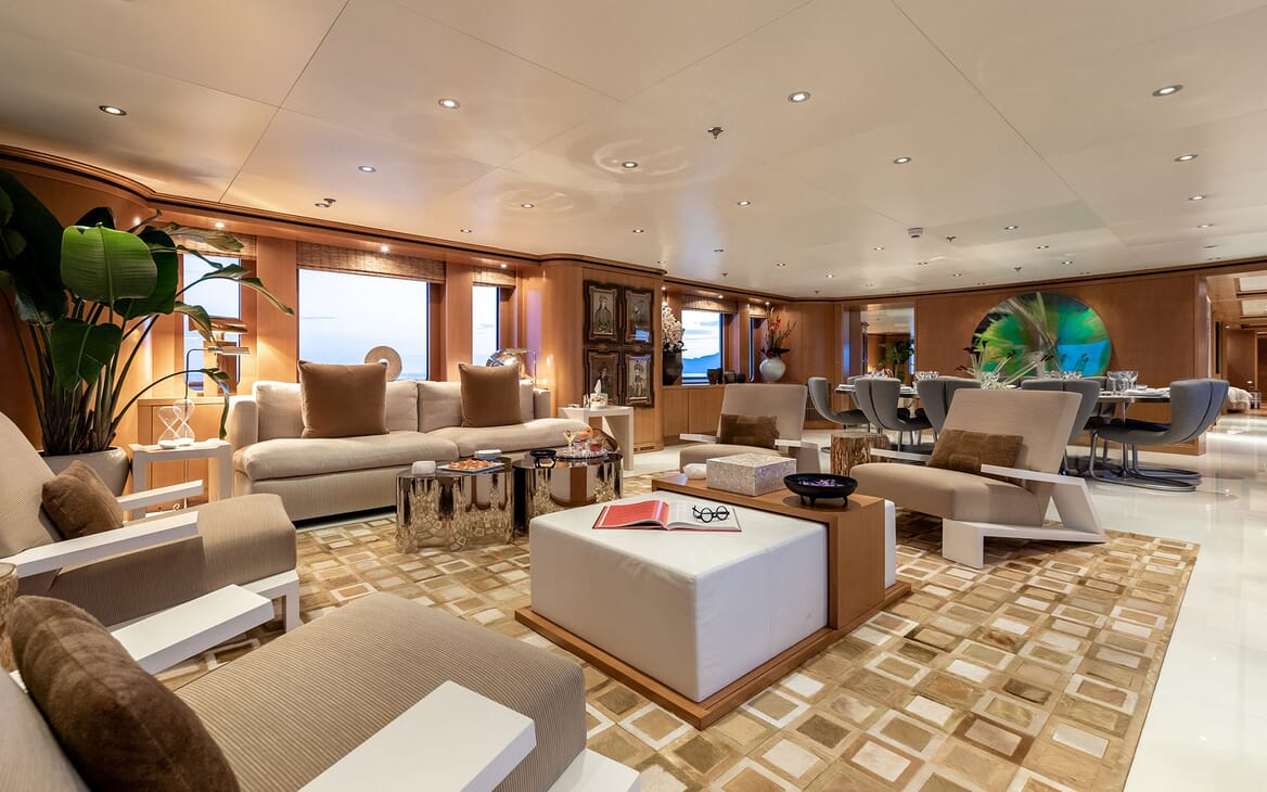 Motor Yacht HELIOS Main Saloon Seating