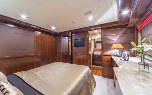 Motor Yacht Seventh Sense guest cabin