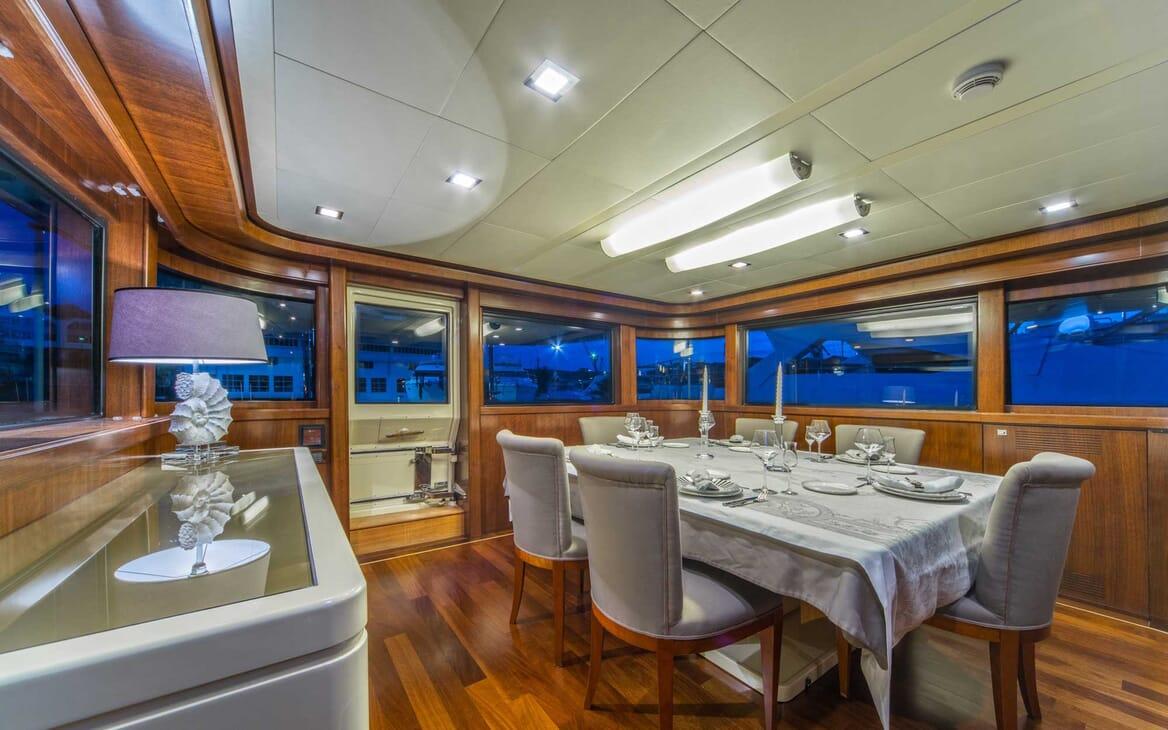 Motor Yacht Seventh Sense dining area