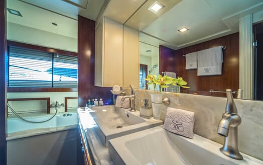 Motor Yacht Seventh Sense bathrooom