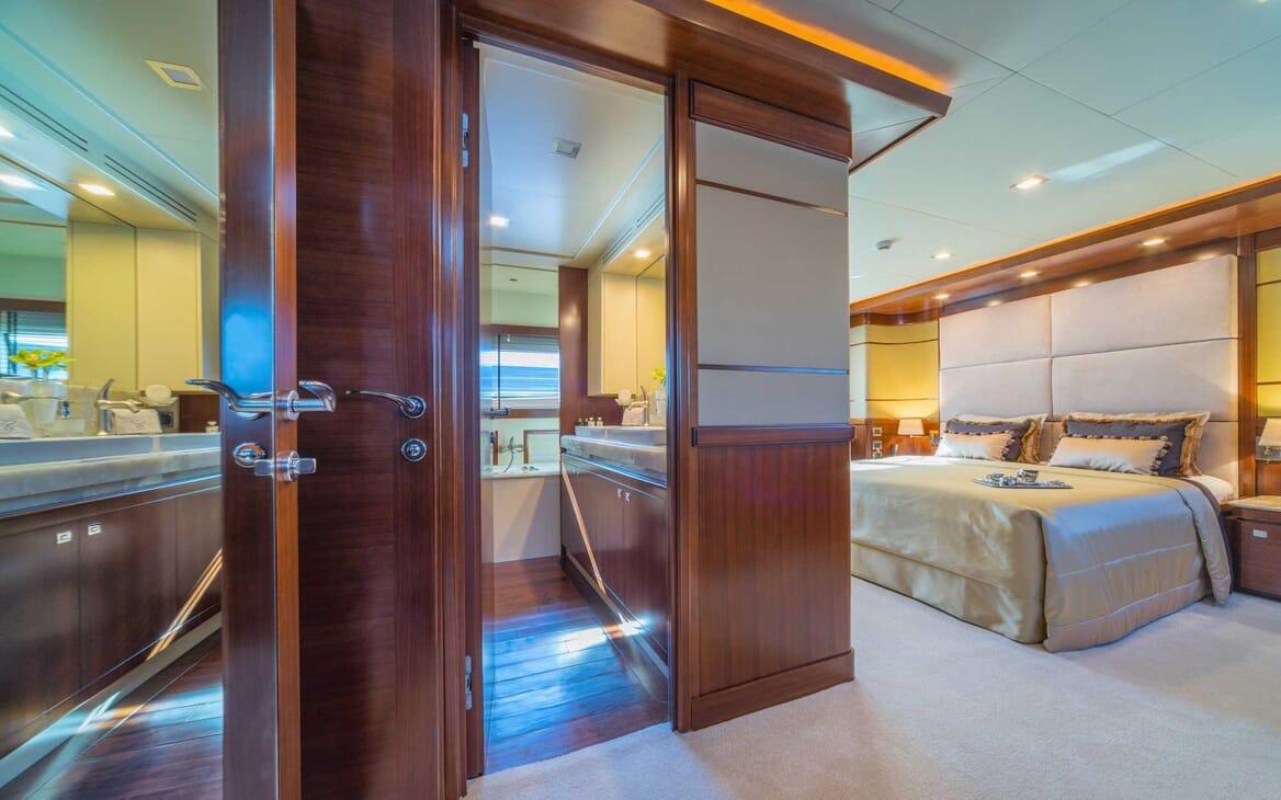 Motor Yacht Seventh Sense sateroom