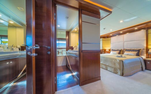 Motor Yacht Seventh Sense sateroom