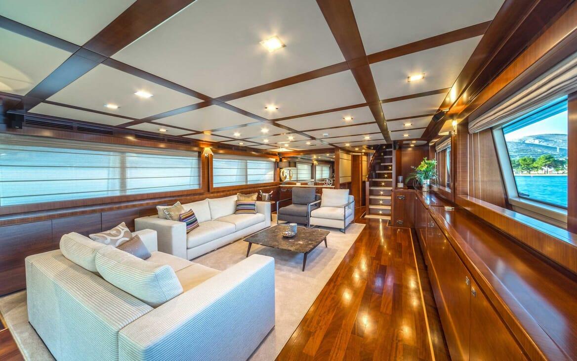 Motor Yacht Seventh Sense main saloon