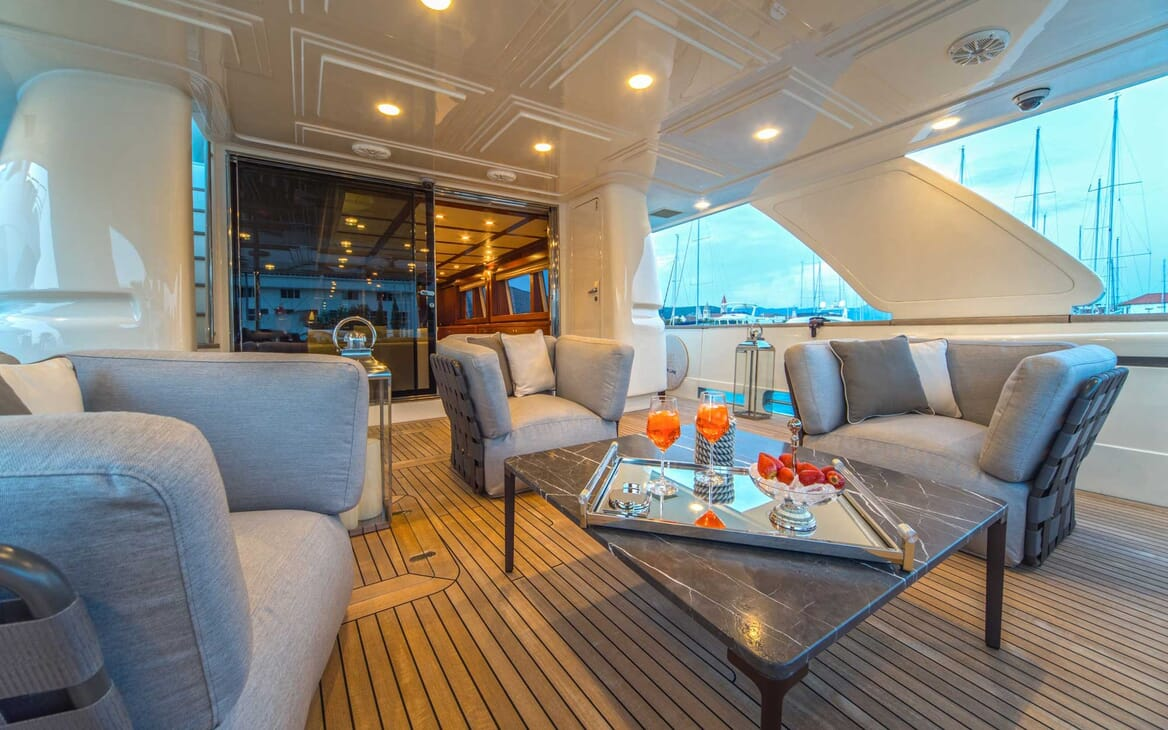 Motor Yacht Seventh Sense outside seating