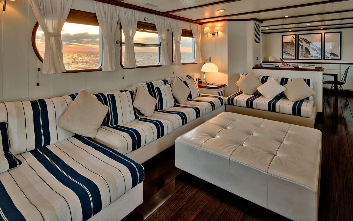 Motor Yacht Persuader Saloon