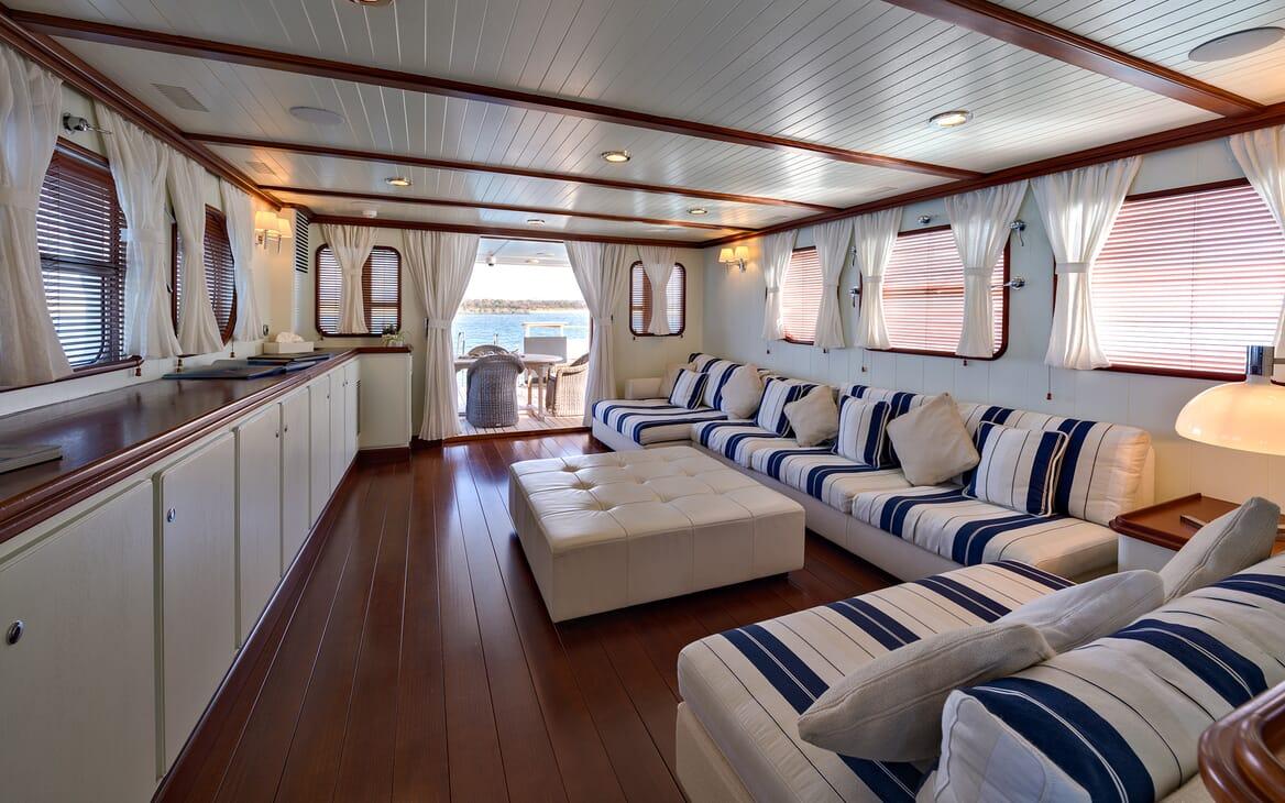 Motor Yacht Persuader Saloon 2